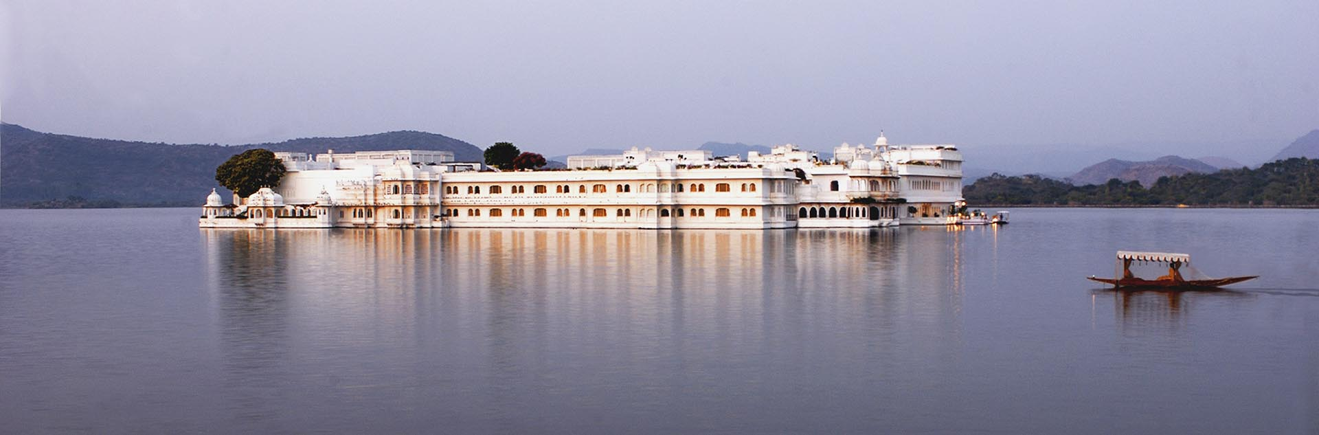 Lake-Palace-udaipur.jpg